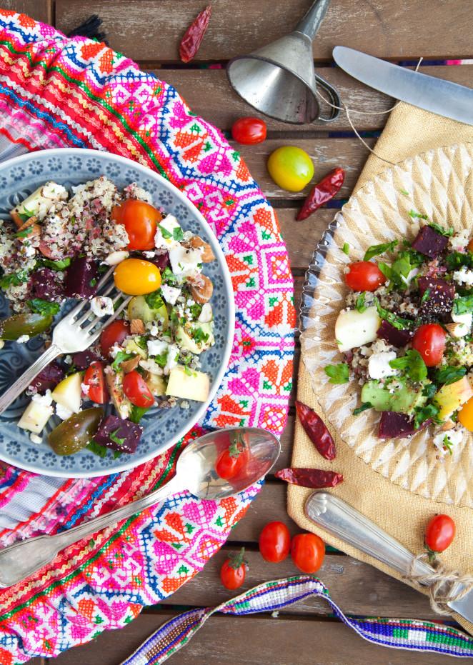 Bunter Powersalat mit Quinoa, Avocado & Feta