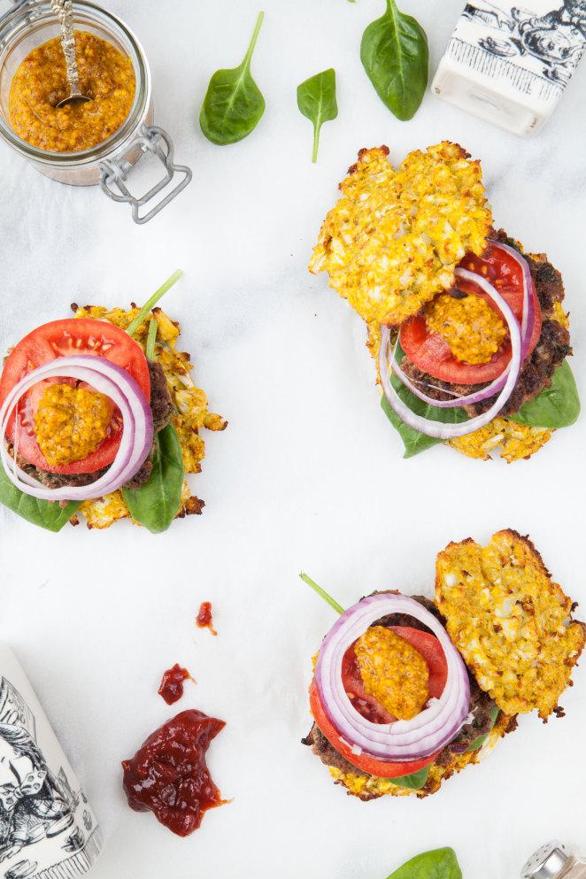 Paleo-Burger mit Blumenkohl-Brötchen